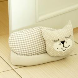 Stoper do drzwi, ciężarek - śpiący kot
