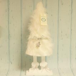 Choinka z białego futerka, w butach