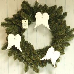 Wianek świąteczny na drzwi ze skrzydłami anioła
