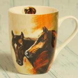 Kubek z koniem w kartoniku