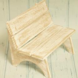 Ławeczka mała, drewniana, brązowa