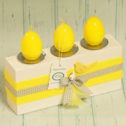 Świecznik wielkanocny z żółtymi jajkami