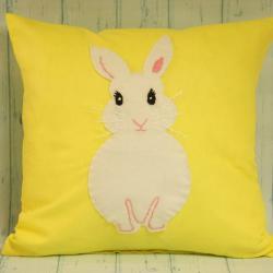 Poduszka ręcznie szyta żółta z białym królikiem