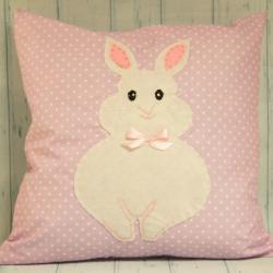 Poduszka ręcznie szyta fioletowa z białym królikiem