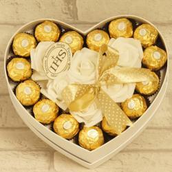 Flowerbox średnie serce z cukierkami na komunię