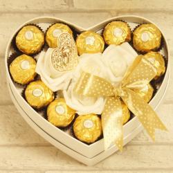 Flowerbox małe serce z cukierkami na ślub