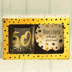 Prezent na 50 Urodziny: szklanka do drinków oraz podkładka, zestaw prezentowy na 50 lat.