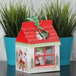 Kubek z mikołajem w pudełku w kształcie domku,