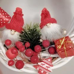 Wianek świąteczny, dwa skrzaty