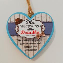 Mała zawieszka - drewniane serduszko z napisem Dla Najlepszego Dziadka.