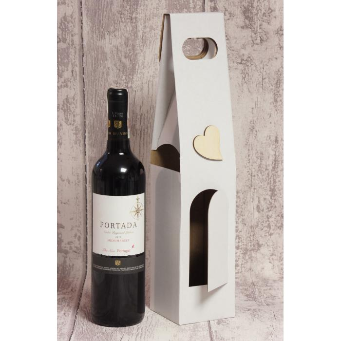 Modne ubrania Białe pudełko na wino dla Pary Młodej, z drewnianym sercem. QC32